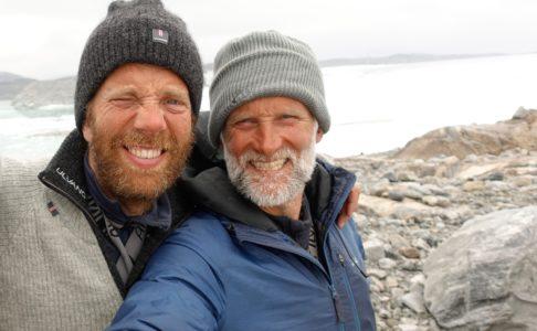 2 menn med skjegg og lue